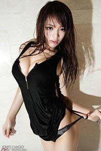 性感美胸美女模特李玲销魂写真