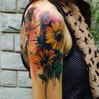 时尚女生手臂上向日葵非主流纹身