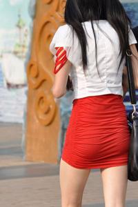 细赏红色短裙长腿美女街拍