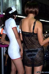 服装表演上的性感美女图片