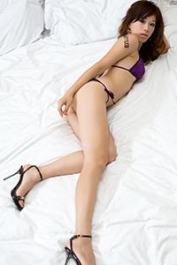性感美女腿模丝袜诱惑床照