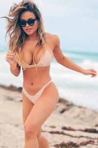 欧美比基尼性感美女沙滩图片