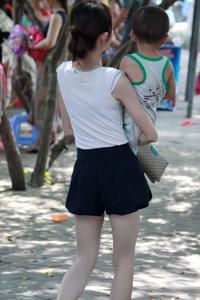 街拍性感人妻少妇白嫩美腿