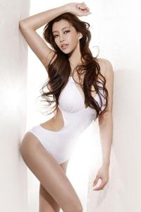 丰满性感女人巨乳美臀人体艺术写真