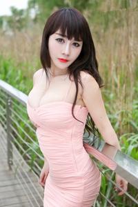 粉嫩吊带包臀少妇性感小mm公园写真