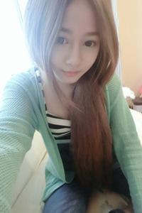 台湾甜美模特张楚韵俏皮自拍