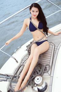 中国高模特吴丹性感比基尼动人外拍写真