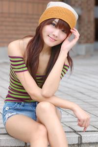 台湾清纯美女校园时光户外摄影