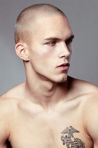 男圆脸适合什么发型