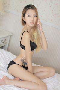 极品黑色内衣美女床上诱惑图片