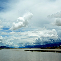 雅鲁藏布江蓝天白云高清图片