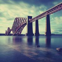 唯美冷色意境桥的图片