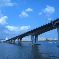 阳光明媚高铁桥梁图片