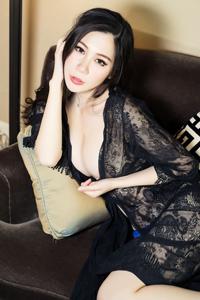 [头条女神]蕾丝透视装成熟美女田妞秀诱人玉乳图