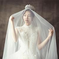 戴头纱新娘高档婚纱礼服图片