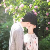 甜蜜接吻唯美双人情侣头像