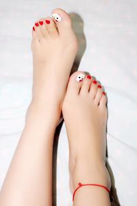 玉足美女丝袜诱惑床上高清写真
