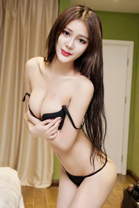 漂亮美女模特走光性感美胸图片