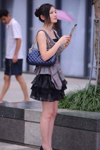 超短裙性感美女街拍长腿图片