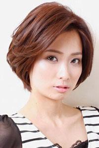 女士短发烫发发型