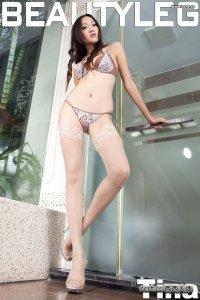 美腿模特Tina浴室豹纹内衣丝袜撩人写真