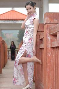 旗袍肉丝美女户外诱惑写真摄影