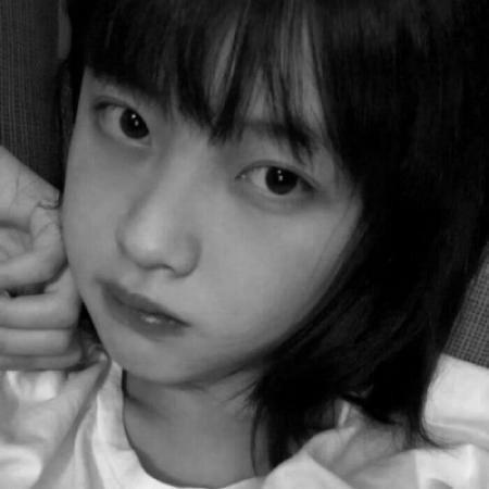 清纯唯美风黑白头像女生