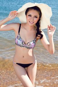 性感泳装美女沙滩靓照笑容甜美迷人
