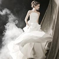 幸福新娘美丽婚纱礼服图片