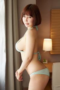 [秀人·蜜桃社]极品人体大胸美女李梦婷前凸后翘格外惹火
