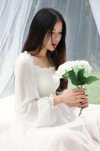 清纯气质写真美女一场白色梦境