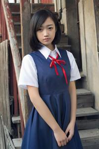 学生妹清纯写真稚气未脱可爱迷人