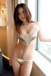 性感熟女女优大尺度内衣显酥胸