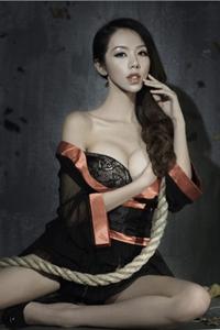 极品大胸性感熟女娇媚睡衣魅惑风情写真