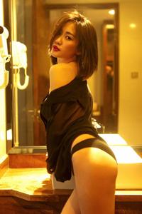 冷艳美女亚洲人体性感浴室风情翘臀火辣诱人写真