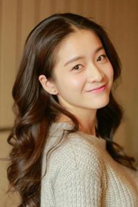 韩式烫发中长发爱心刘海发型