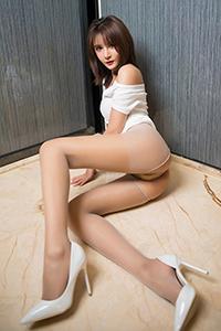 床上美女肉丝袜翘臀诱惑大胆写真