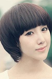 齐刘海波波头可爱女生发型