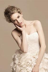 新款韩式中长发烫发新娘发型