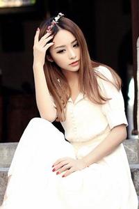 清纯写真女模特修长身材楚楚动人