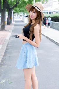 时尚女孩短裙诱惑性感美腿街拍
