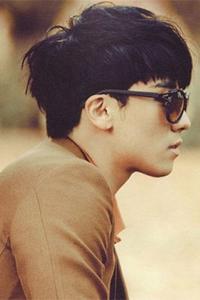 宋威龙阳光男生短发发型