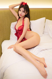 [秀人网]漂亮美女杨晨晨sugar野外内衣酥胸性感写真