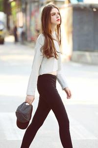 时尚短裙美女露长腿诱惑街拍