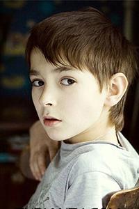 小男孩简单短发儿童刘海发型