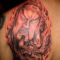 男子前胸半甲关公纹身图案