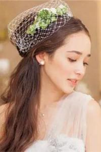 新娘中式盘发刘海个性发型