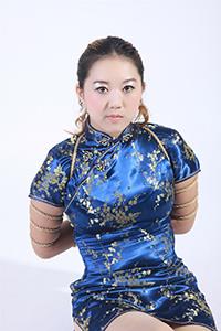 风骚模特淑贞性感旗袍汹涌巨乳捆绑艺术照