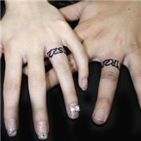 简单耐看的情侣手指戒指纹身图案