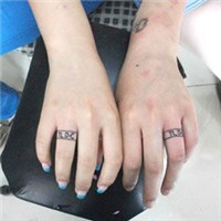 情侣手指戒指英文纹身图案